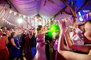 057-AlexBeckett-south-farm-wedding-dancing